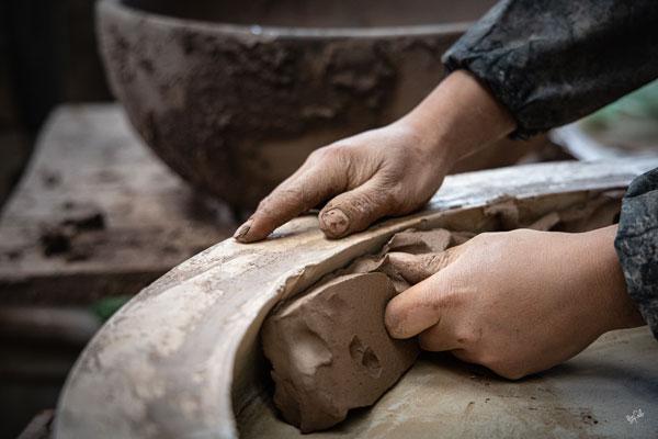 Façonnage d'un pot en argile